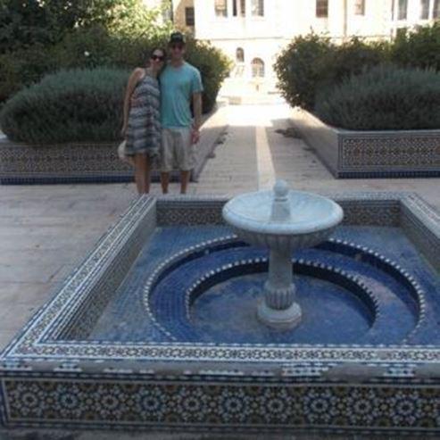 צחי ואלה ליד מזרקה בירושלים - Tzachi and Ella next to a fountain in Jerusalem