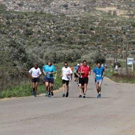תמונה של משתתפים במירוץ הר לעמק