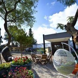 מלון ארצפת- מבט לגינה - Eretzefat Hotel - View to courtyard