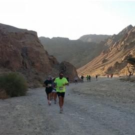 Изображение Maratonul Eilat, Israel, 42,2 km într-un peisaj selenar