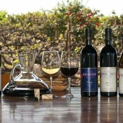 Glasses and wine bottles – כוסות ובקבוקי יין
