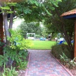 הבית של יעל - הגינה - Yael's House - The Garden