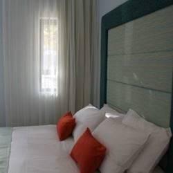 מיטה בחדר השינה - Bed in the bedroom