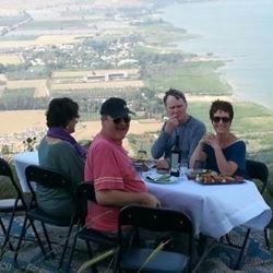 סעודה לצד הנוף - Dinner beside the view