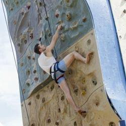 טיפוס על קיר - A wall climing