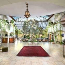 פנים המלון  -The interior of the hotel