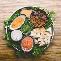ארוחה באטורה - A meal in Atura