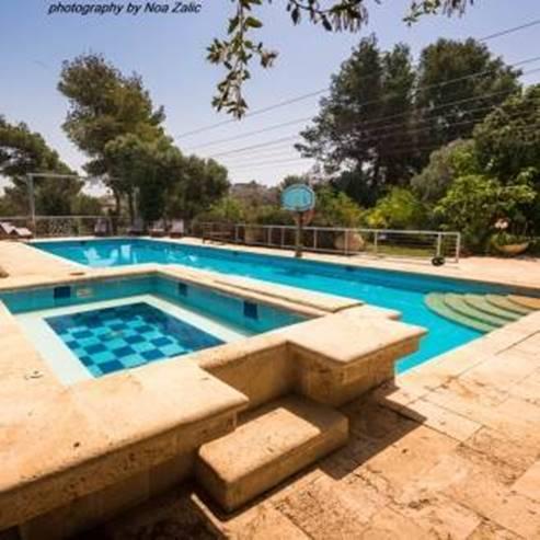 בריכת שחיה - swimming pool