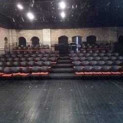 אולם עליון- קהל - Upper Hall - Audience