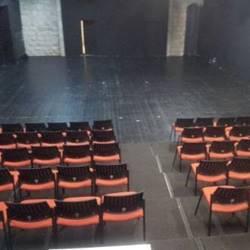 אולם עליון- במה - Upper hall- stage