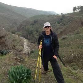 טיול רגלי בשבילי הארץ - A hike in the country's paths