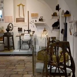 Inside The Old Yishuv Court Museum - בתוך מוזיאון חצר הישוב הישן