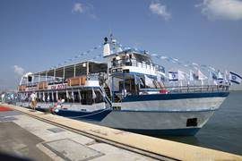 Ferry Line - The ship anchors in Haifa port