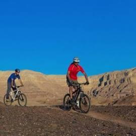 A family bicycle trail at Timna Park - מסלול אופניים למשפחות - פארק תמנע