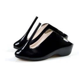 בנעליה. מעצב: קובי לוי - In Her Shoes. Designer: Kobi Levi