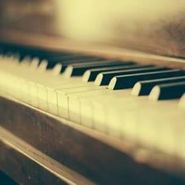 piano- פסנתר