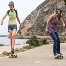 נשים על סקייטבורד - Girls On A Skateboard