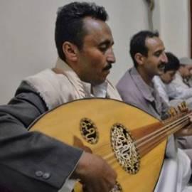 איש מנגן בעוד - A Man Playing  Oud