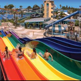 מגלשות מים צבעוניות - Colorful Water Slides
