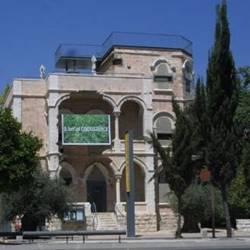 המוזיאון מבחוץ - The Museum from the Outside