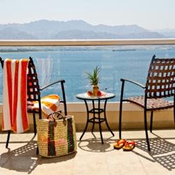 מלון אריאה: מרפסת פתוחה לים - Hotel Aria: A Porch With Sea View