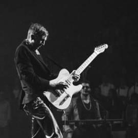 נגן בגיטרה חשמלית - Electric Guitar Musician