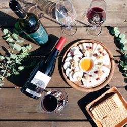 ארוחה עם יין - Meal With Wine
