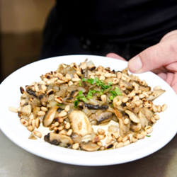 חומוס עם פטריות - Hummus With Mushrooms
