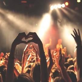 מופע רוק - Rock Music Concert