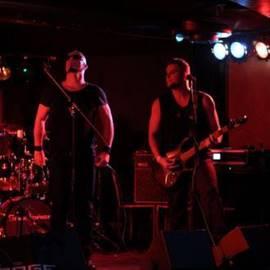 זוג מוסיקאים במופע רוק - A Pair Of Musicians At A Rock Concert