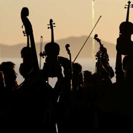 צלליות של נגני כלי קשת – Silhouettes Of String Musicians