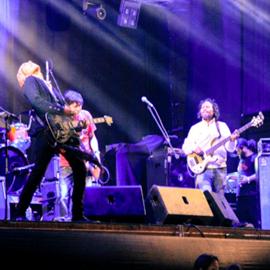 להקת רוק במופע - A Rock Band Performing