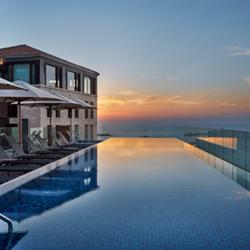 בריכה במלון - Hotel Pool