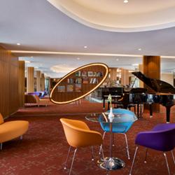 לובי במלון - Hotel Lobby