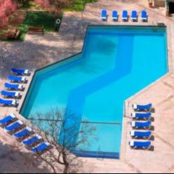 בריכת המלון - Hotel Swimming Pool