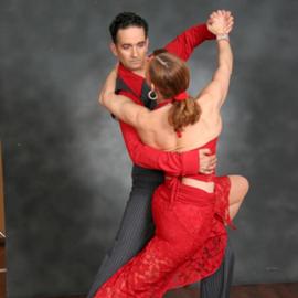 אישה וגבר רוקדים טנגו - A Woman And A Man Dancing The Tango