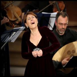 זמרת אופרה - An Opera Singer