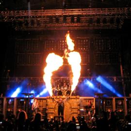 מופע של מוסיקת מטאל - Metal Music Concert