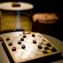 לוח משחק דמקה - A Draughts Game Board