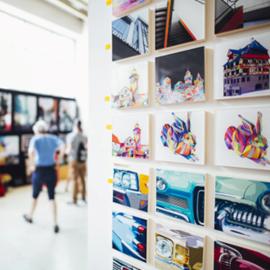 תדפיסים על קיר, בתערוכה - Art Prints On A Wall, In An Exhibition