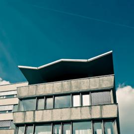 מבנה בסגנון אדריכלי 'באוהאוס' - A Building With Bauhaus Architecture