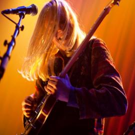 זמר רוק עם גיטרה - A Rock Singer With A Guitar