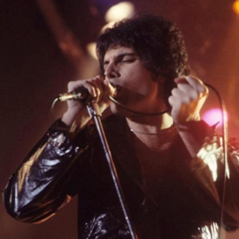 סולן להקת 'קווין', פרדי מרקורי - Queen Lead Vocalist Freddie Mercury