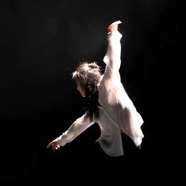 רקדנית במחול - A Woman Dancer