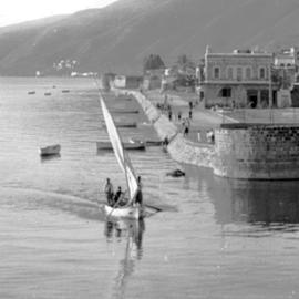 סירת מפרש שטה ליד נמל טבריה - A Sailboat Sailing Near Tiberias Harbor