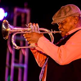 נגן חצוצרה - Trumpet Player