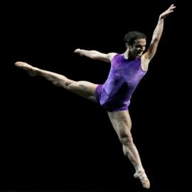 רקדן מזנק לאוויר - A Dancer Jumps Into The Air