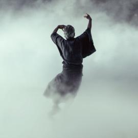גבר רוקד ברקע עשן - A Man Dancing Against A Background Of Smoke
