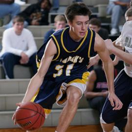 שחקן כדורסל מוביל את הכדור - A Basketball Player Leading The Ball