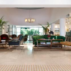 לובי במלון לילי אנד בלום - Lily & Bloom Hotel Lobby